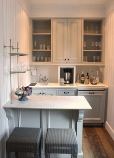 A Guide to Efficient Small Kitchen Design for Apartment Having limited space in an apartment doesn't mean you don't deserve a nice kitchen. See what a small kitchen design is all about. Petite Kitchenette, Basement Kitchenette, Kitchenette Ideas, Small Basement Kitchen, Rustic Basement, Modern Basement, Small Basement Bars, Kitchenette Design, Industrial Basement