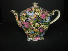 Royal Winton chintz.  Beautiful. Would love to have this.