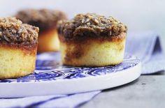 Drømmemuffins Denne opskrift indeholder mindre smør end den oprindelige… Mini Desserts, Just Desserts, Delicious Desserts, Scandinavian Desserts, Baking Recipes, Cake Recipes, Danish Food, Mini Muffins, Four
