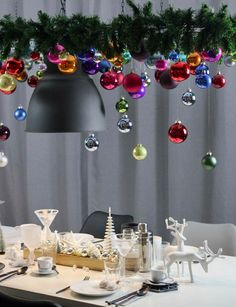 modern Christmas tree as decoration hanging above the table decoration at Christmas – trend 2018 Unusual Christmas Trees, Christmas Tree Decorations, Holiday Decor, Christmas Trends, Modern Christmas, Deco Table Noel, Diy Crafts To Do, Decoration Originale, Diy Décoration
