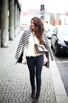 outfit-fringe-sweater-gucci-dionysus-bag