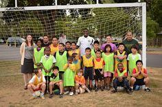 Jose Valencia visited kids from a local soccer club, coached by Timbers Army member Fernando Machicado, in Portland.    Jose Valencia visitó a los niños en el club de fútbol, dirigido por Fernando Machicado, en Portland.