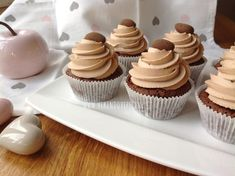 Brownie cupcakes s karamelovým krémem - Víkendové pečení Brownie Cupcakes, Mini Cupcakes, Chocolate Muffins, Brownies, Cheesecake, Food, Chocolate Chip Muffins, Cake Brownies, Cheesecakes