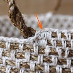 Make your own hemp basket with this crochet pattern & tutorial. Know basic crochet technique to complete it. It uses manila rope and yarn to build. – Page 2 Crochet Diy, Crochet Gratis, Crochet Rope, Crochet Basics, Crochet Stitches, Crochet Ideas, Learn Crochet, Confection Au Crochet, Crochet Purses