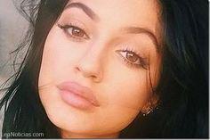 Utilizan botellas de plástico para hincharse los labios al estilo Kylie Jenner (Fotos) - http://www.leanoticias.com/2015/04/21/utilizan-botellas-de-plastico-para-hincharse-los-labios-al-estilo-kylie-jenner-fotos/