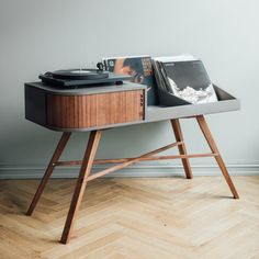 Record Storage Ideas - Norwegian furniture brand HRDL, has designed The Vinyl Table, a modern console that shows off the turntable and displays your record collection. Modern Record Player, Record Player Stand, Vinyl Record Player, Vinyl Record Storage, Vinyl Records, Record Player Furniture, Vintage Record Player Cabinet, Best Record Player, Vinyl Record Cabinet