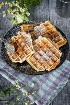 Waffles with milk girl recipe ›Whispered oven- Waffeln mit Milchmädchen Rezept › Ofengeflüster Milk girl waffles Recipe for waffles with sweetened condensed milk - Waffle Recipes, Donut Recipes, Baking Recipes, Bread Recipes, Breakfast Desayunos, Breakfast Recipes, Crispy Waffle, Keto Donuts, Donuts Donuts