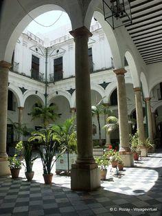 Patio et colonnes Cadiz Cadix, Espanha, Andaluzia