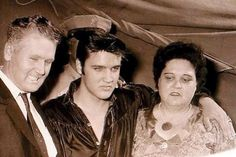 ❤️Elvis and his mom and dad