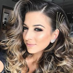 Unique bobby pins on dark to brown hair # long Braids bobby pins # long Braids bobby pins Bobby Pin Hairstyles, Popular Hairstyles, Headband Hairstyles, Wedding Hairstyles, Hairstyles Haircuts, Retro Hairstyles, Hairstyle Ideas, Hair Scarf Styles, Curly Hair Styles