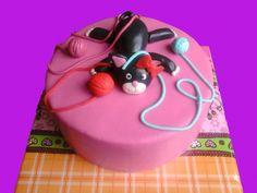 Taart met eetbare poes en bolletjes wol. Multicake - Taarten, cupcakes, pushcakes, cakepops & workshops in de ronde venen - Kindertaarten