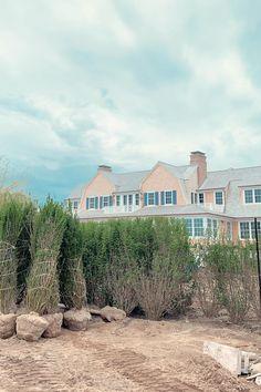 Quogue Gambrel House - DAVID NEFF ARCHITECT Gambrel, Location, David, Mansions, House Styles, Home Decor, Decoration Home, Manor Houses, Room Decor