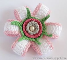 Pretty crochet flower and diagram