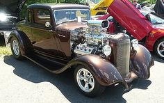 '33 Plymouth / Hemi… Look at that paint!