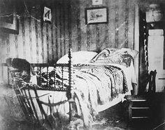 The photograph above was taken by Petersen House boarder Julius Ulke shortly after the president died. Shortly before it was taken, Mr. Lincoln's body lay diagonally on this bed.