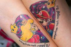 Tatuaje de Mario Bros y una princesa