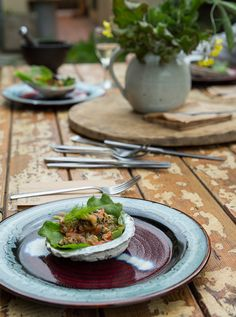 Urban foraging and cooking in Cape Town - Eatsplorer Magazine Hunter Gatherer, Cape Town, South Africa, Beef, Good Things, Urban, Magazine, Cooking, Food