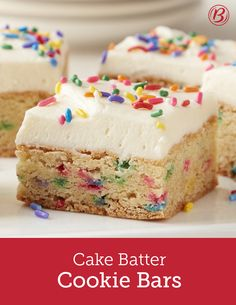 Cake Batter Cookie Bars Soft, sweet and oh-so-easy to make with Betty's cake and cookie mixes, these clever cookie bars deliver irresistible cake batter flavor with a soft cookie-like texture. Just Desserts, Delicious Desserts, Yummy Food, Spanish Desserts, Elegant Desserts, Easter Desserts, Birthday Desserts, Tasty, Birthday Treats