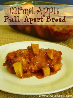 Sweet and Sticky Carmel Apple Pull-Apart Bread - perfect for fall! Best Apple Recipes, Fall Recipes, Holiday Recipes, Great Recipes, Favorite Recipes, Yummy Recipes, Breakfast Recipes, Snack Recipes, Dessert Recipes