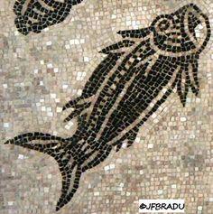 Mosaïque des Dieux Océan Landscape Architecture, Art History, Tile, Fishing, Glasses, Pisces, Mosaics, Hand Painted Rocks, Sailor Theme
