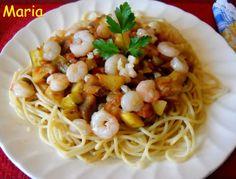 Espaguettis integrales con pisto y gambitas salteadas con ajo. Ver receta: http://www.mis-recetas.org/recetas/show/43115-espaguettis-integrales-con-pisto-y-gambitas-salteadas-con-ajo