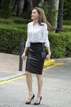 The mother-of-two showed off her toned legs and slim waist in a fitted pencil skirt
