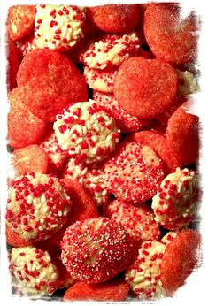 Easy Valentine Cookies by The Cookie Elf. Make these from a sugar cookie mix or your favorite sugar cookie recipe. Favorite Sugar Cookie Recipe, Sugar Cookie Recipe Easy, Cake Mix Cookie Recipes, Easy Sugar Cookies, Chocolate Cookie Recipes, Cake Mix Cookies, Chocolate Cookies, Kiss Cookies, Easy Holiday Cookies