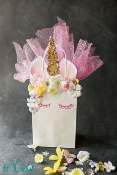 DIY Unicorn Bag: Transform a plain white gift bag into a magical, unicorn themed gift bag with this easy tutorial.
