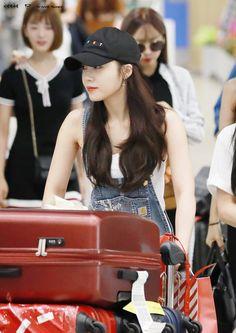 Jung Eun-ji South Korean Girls, Korean Girl Groups, Eunji Apink, Son Na Eun, Pink Panda, Eun Ji, Cube Entertainment, Love At First Sight, Beautiful Person