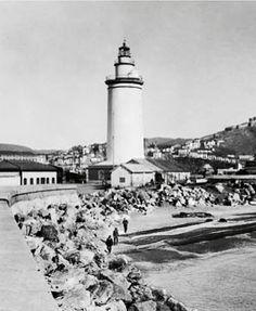 """Faro del puerto de Málaga, llamado popularmente """" La Farola """", Andalucía, Spain."""