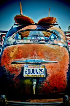 cool old surfer ride! Pompe A Essence, Rust In Peace, Rusty Cars, Old Fords, Surfer, Abandoned Cars, Surfs Up, Old Trucks, Vintage Cars