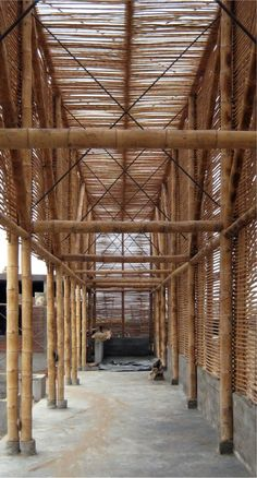 Image 10 of 15 from gallery of El Camion Restaurant / LLONA + ZAMORA Arquitectos + Fernando Mosquera. Photograph by Michelle Llona R Bamboo Architecture, Sustainable Architecture, Architecture Details, Bamboo Roof, Bamboo Wall, Bamboo House Design, Bamboo Building, Cabana, Jungle House