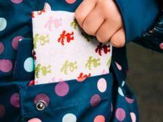 Offener Halsausschnitt im Coverlook » BERNINA Blog Sunglasses Case, Coin Purse, Purses, Blog, Skirts, Free Pattern, Serger Sewing Projects, Last Minute Gifts, Handbags