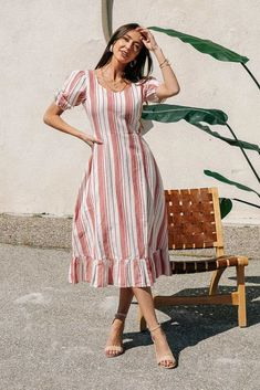34 Ideas For Wearing A Midi Dress This Summer - It's long been a trend to shop for summer dresses in the fall and winter in order to secure awesome deals and then have a whole new wardrobe to enjoy . Stylish Dress Designs, Designs For Dresses, Stylish Dresses, Simple Dresses, Casual Dresses For Women, Pretty Dresses, Dress Casual, Frock Fashion, Fashion Outfits