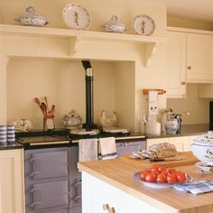 Shaker-style units and a blue Aga with antique china accessories create a warm, traditional kitchen with a modern edge. Kitchen Mantle, Aga Kitchen, Country Kitchen, Kitchen Decor, Kitchen Ideas, Estilo Shaker, English Decor, English Kitchens, Kitchen Island With Seating