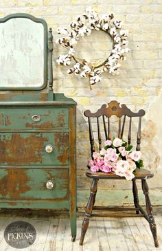 Im back today with a quick tutorial on acid mirrors. This is a fun way to do a little something more with your furniture pieces and make it unlike anyone elses. And to make the mirrors in S… Repurposed Furniture, Shabby Chic Furniture, Shabby Chic Decor, Vintage Furniture, Rustic Furniture, Milk Paint Furniture, Painted Furniture, Diy Furniture, Furniture Projects