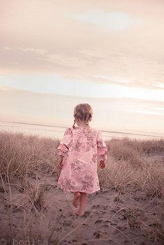 prettie-sweet: Sand Dunes, by Le Fabuleux Destin. Precious Children, Beautiful Children, Beautiful Babies, Little People, Little Ones, Little Girls, Sweet Girls, Am Meer, Baby Kind