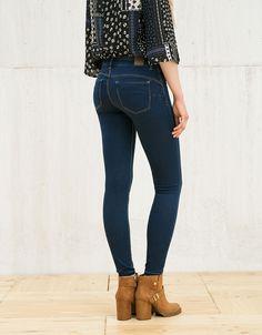 Jeans BSK push up. Descubre ésta y muchas otras prendas en Bershka con nuevos productos cada semana