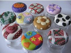 No link - simply opens to larger pic. Clay Jar, Fimo Clay, Polymer Clay Projects, Polymer Clay Creations, Decoupage Jars, Mason Jar Lids, Clay Flowers, Air Dry Clay, Cake Plates