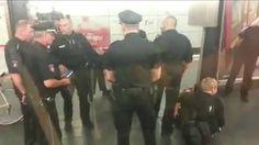 Polizei Greift Passanten in U3 Haltestelle St.Pauli an, Hamburg, Deutsch...