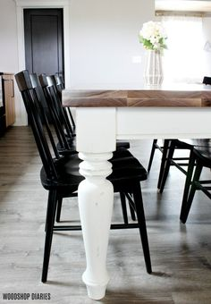Intimidated by building your own table top? This 7 step tutorial shows you how to build a sturdy and strong table top for your wooden furniture. Dyi Farmhouse Table, Dining Table Makeover, Kitchen Table Makeover, Wooden Dining Tables, Dining Table In Kitchen, Dining Room, Farmhouse Furniture, Wooden Table Diy, Diy Table Top