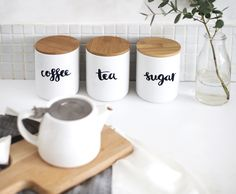 15 DIYS to make your home look less cluttered Jar Storage, Kitchen Storage, Brush Lettering, Kitchen Dining, Dining Rooms, Declutter, Home Projects, Diy Crafts, Make It Yourself