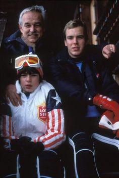Les Princes Rainier et Albert de Monaco ainsi que la Princesse Stephanie de Monaco aux sports d'hiver en 1975. Copyright : Bertrand LAFORET/GAMMA