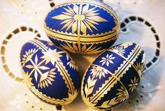 straw weaver and folk painter Sidonka Wadina Types Of Eggs, Corn Dolly, Egg Shell Art, Straw Art, Ukrainian Easter Eggs, Wood Burning Art, Egg Art, Egg Decorating, Bottle Crafts