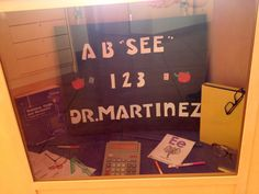 """Window display """"Back to School"""" at the optometrist office"""