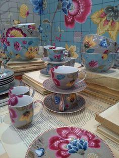 Collection de vaisselle Pip Studio.Ah 2015 Pip Studio, Chocolate Pots, China Dinnerware, Happy People, Fine China, Rococo, Teapots, Nice Things, Pantone