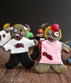The Walking Dead Zombie Cookies! Omigawd, the raspberry candy for the braiiiiinnnnnnnn. Diy Halloween Treats, Halloween Baking, Halloween Cookies, Holiday Cookies, Holidays Halloween, Happy Halloween, Halloween Foods, Zombie Cookies, Zombie Party