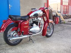 Scooters, Jawa 350, Antique Motorcycles, Scooter Motorcycle, Honda, Custom Bikes, Motorbikes, Mopeds, Vintage