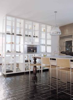 Now this is a kitchen that would force a person to be super clean. Just what I need.haha  Love those clear cabinets!