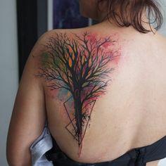 Plantando várias árvores. Essa foi na Mariana do Rio grande do Sul. Obrigado pela confiança. #tattoo #tattrx #tattoaria #skazxim #tree #treetattoo #watercolor #watercolortattoo Tattoo shared by skazxim on Instagram.